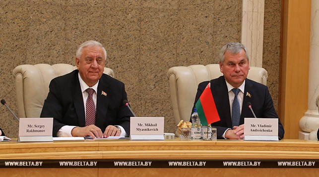 Председатель Совета Республики Михаил Мясникович и председатель Палаты представителей Владимир Андрейченко
