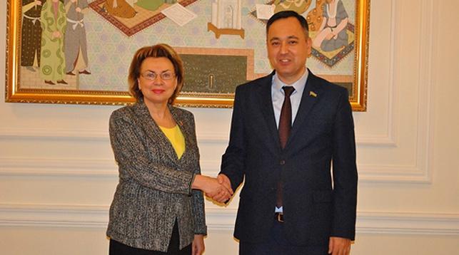 Марианна Щеткина и Сарвар Отамуратов. Фото посольства Беларуси в Узбекистане