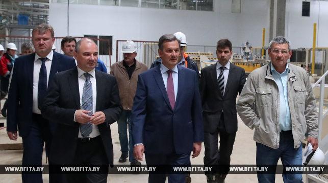 Анатолий Калинин (в центре)