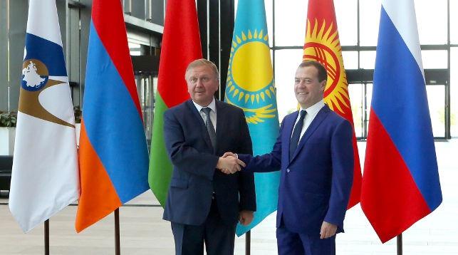 Андрей Кобяков и Дмитрий Медведев. Фото Совмина