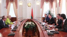 Во время встречи. Фото с сайта правительства