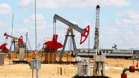 Добыча нефти. Фото из архива