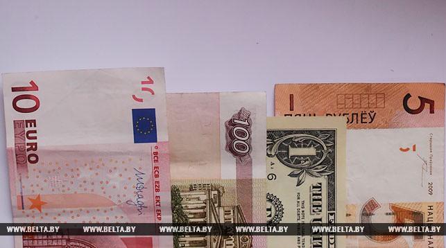Белорусский рубль на торгах 27 ноября ослаб к трем основным валютам.