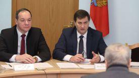 Председатель Осиповичского райисполкома Павел Наливайко и Максим Рыженков во время приема граждан