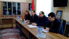 Во время встречи Андрея Косовского (второй справа налево) с Хью Квингом. Фото ГКНТ