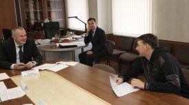 Игорь Шуневич на приеме граждан. Фото из архива