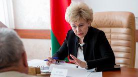 Ирина Костевич во время приема граждан. Фото из архива