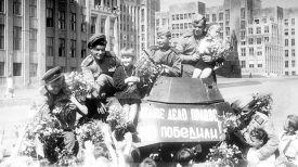 Встреча советских воинов-победителей в Минске в 1945 году. Фото Владимира Лупейко