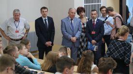 Василий Жарко (в центре)