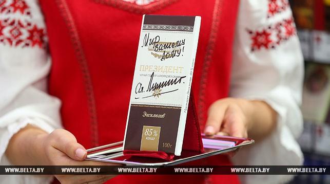 Плитку шоколада с автографом Лукашенко купил на аукционе за 20 тысяч рублей Мошенский