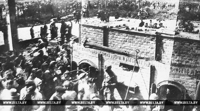 """1944 год. Концлагерь """"Тростенец"""" близ Минска. Печи, в которых фашисты сжигали узников."""