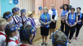 Марианна Щеткина во время посещения школы