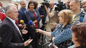 Михаил Орда общается с журналистами