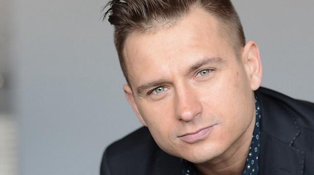 Самого удачливого покупателя сегодня определит популярный белорусский певец Алексей Хлестов!