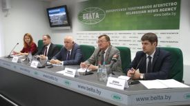 Анатолий Сивак (в центре)