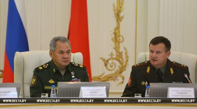 Министр обороны России Сергей Шойгу и министр обороны Беларуси Андрей Равков