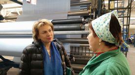 Марианна Щеткина во время посещения предприятия