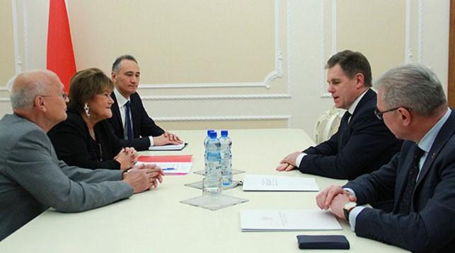 Во время встречи. Фото с сайт правительства
