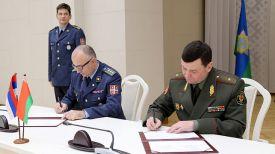 Во время подписания. Фото Министерства обороны