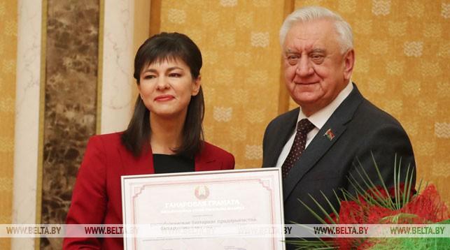 Генеральный директор БЕЛТА Ирина Акулович и председатель Совета Республики Национального собрания Беларуси Михаил Мясникович