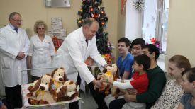 Владимир Пенин и пациенты Витебского областного клинического центра