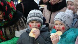 Участники праздника Данила Трунин и Лиза Макаренко