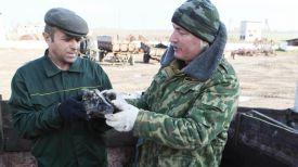 Николай Борисенко во время раскопок (справа). Фото из архива