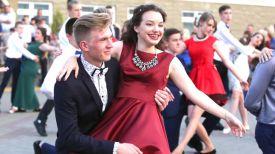Танец выпускников. Фото из архива