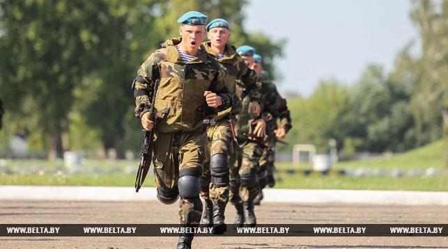 Брестские десантники приурочили к празднику памятный пробег по городу