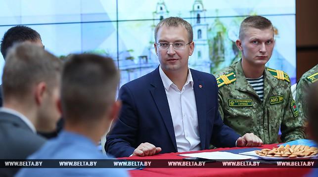 Сергей Клишевич проводит открытый диалог