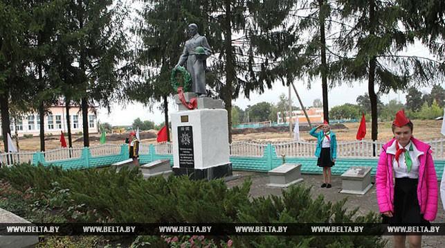 Жители Комарина отметили 75-летие освобождения города от немецко-фашистских оккупантов