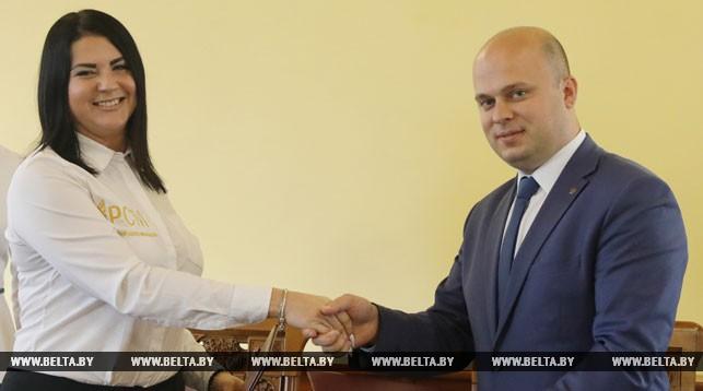 Соглашение о сотрудничестве между Витебской областной организацией БРСМ и Псковской областной организацией РСМ подписали Вячеслав Хрол и Алена Иванова