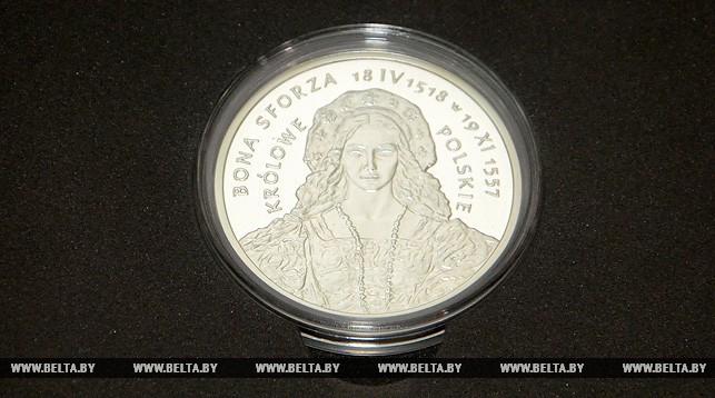Медаль к 500-летию коронации Боны Сфорцы передали в Брестский краеведческий музей