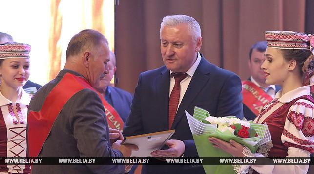 Владимир Дворник во время торжественного чествования