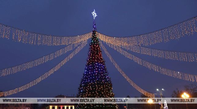 Новогодняя елка в Гродно на площади Ленина. Фото из архива