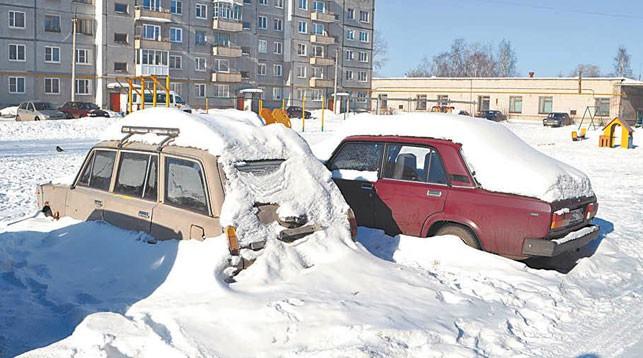 Прокуратура потребовала очистить парковки и дворы Бреста от брошенной техники