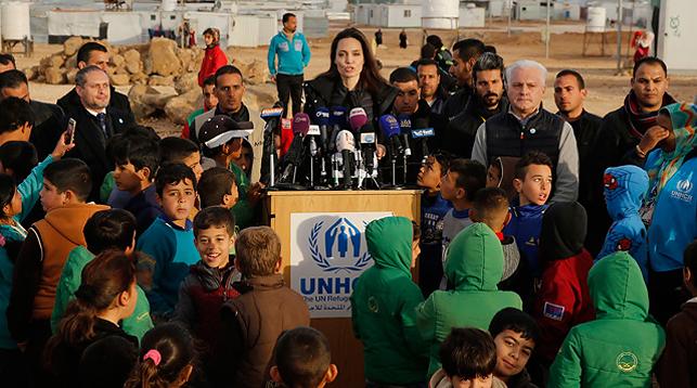 Анджелина Джоли в лагере беженцев