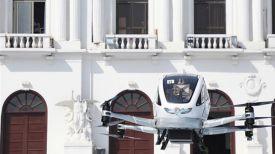 """Пассажир в кабине БПЛА """"Ихан-184"""" во время испытательного полета. Фото Жэньминь Жибао"""