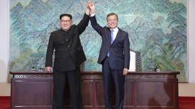 Ким Чен Ын и Мун Чжэ Ин. Фото Korea Summit Press Pool via AP