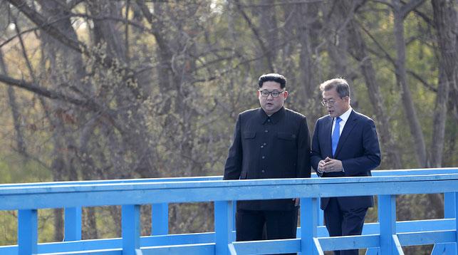 Лидер КНДР Ким Чен Ын и президент Республики Корея Мун Чжэ Ин. Фото EPA-EFE