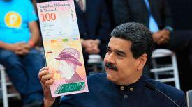Николас Мадуро демонстрирует макет одной из новых купюр