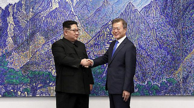 Ким Чен Ын и Мун Чжэ Ин. Фото из архива