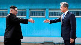 Лидер КНДР Ким Чен Ын и президент Южной Кореи Мун Чжэ Ин. Фото Korea Summit Press Pool via AP