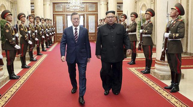 Президент Республики Корея Мун Чжэ Ин и лидер КНДР Ким Чен Ын. Фото AFP