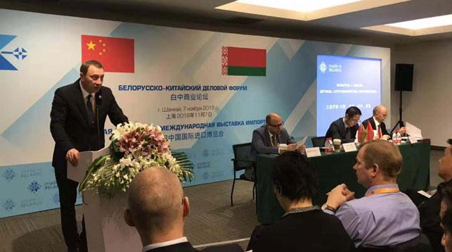 Выступает Николай Снопков. Фото Генерального консульства Беларуси в Шанхае