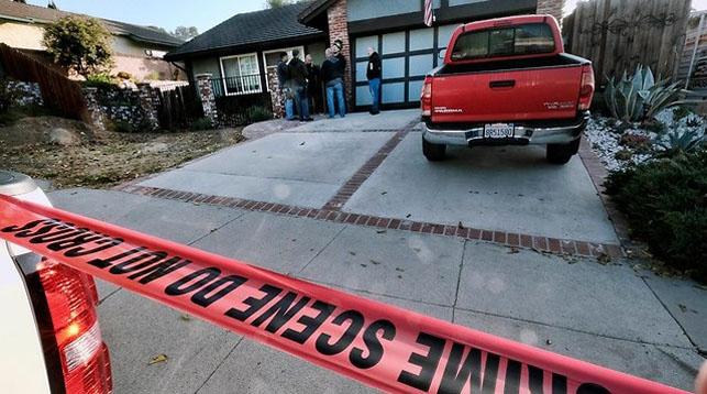 Полиция у дома Иана Дэвида Лонга. Фото AP
