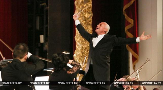 Владимир Спиваков во время концерта. Фото из архива
