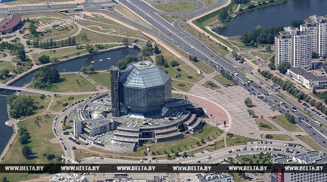 Вид с вертолета на Национальную библиотеку. Фото из архива