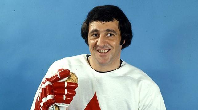 Легендарный хоккеист Фил Эспозито станет специальным ...  Фил Эспозито В Молодости