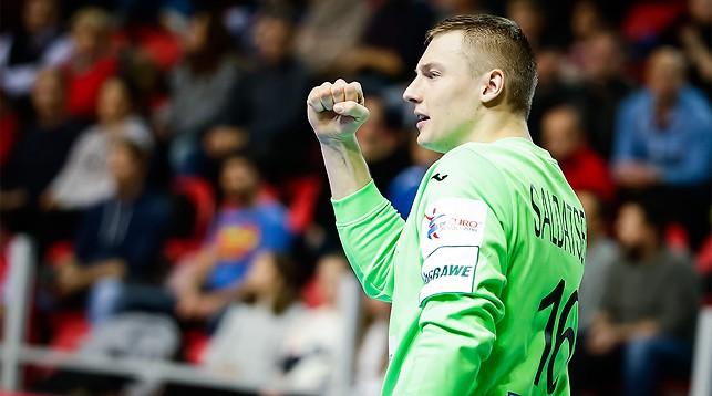 Голкипер белорусской сборной Вячеслав Солдатенко. Фото EHF